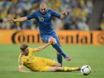 French forward Karim Benzema (top) is tackled by Ukrainian midfielder Anatoliy Tymoshchuk during the Euro 2012 championships football match Ukraine vs France on June 15, 2012 at the Donbass Arena in Donetsk. AFP PHOTO / PATRICK HERTZOG