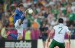 TOPSHOTS Italian midfielder Claudio Marchisio (L) controls the ball during the Euro 2012 football championships match Italy vs Republic of Ireland on June 18, 2012 at the Municipal Stadium in Poznan. Italy won 2 0.  AFP PHOTO / FRANCISCO LEONG
