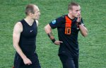 Netherlands' Arjen Robben (L) and Wesley Sneijder react after defeat against Portugal at their Group B Euro 2012 soccer match at the Metalist stadium in Kharkiv, June 17, 2012.   REUTERS/Michael Buholzer (UKRAINE    Tags: SPORT SOCCER)